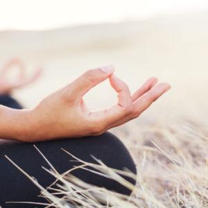 Méditation, faire du Yoga, Yoga, Faire de la méditation, comment faire de la méditation, Healthy, Holissence, Comment méditer, practicing yoga, bien être, wellness