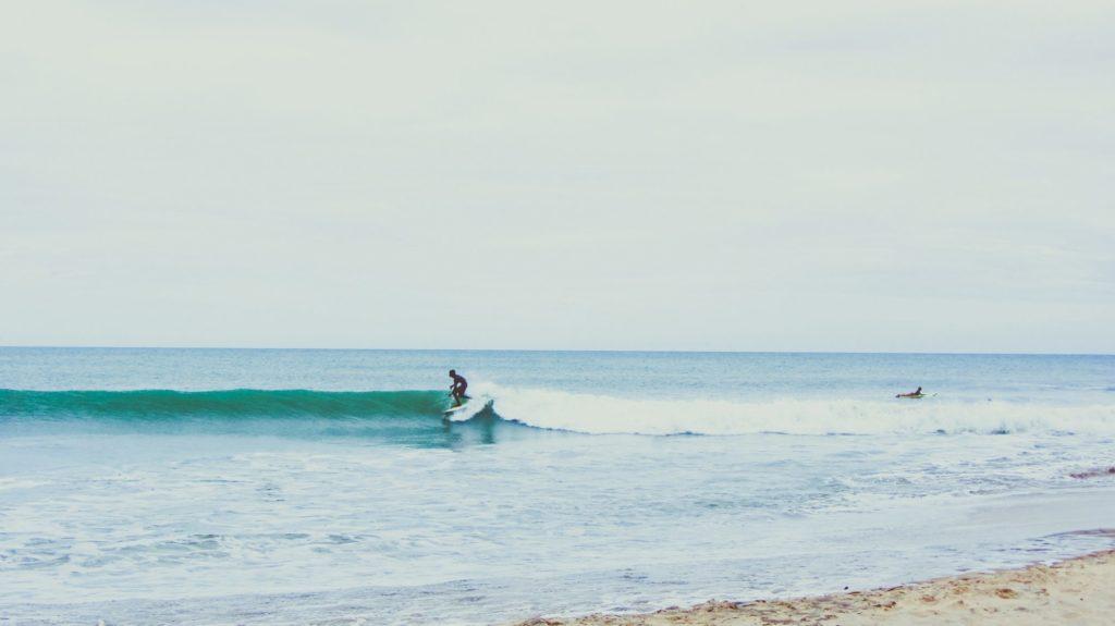 Le surf féminin en pro, Le surf en pro, surf, profesionnel, sport, Elena Ehrenbold, Femme surf, sport femme, holissence