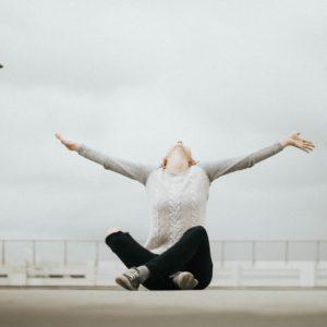 positiver, holissence, optimisme, comment positiver dans sa vie, voir le verre à moitié plein