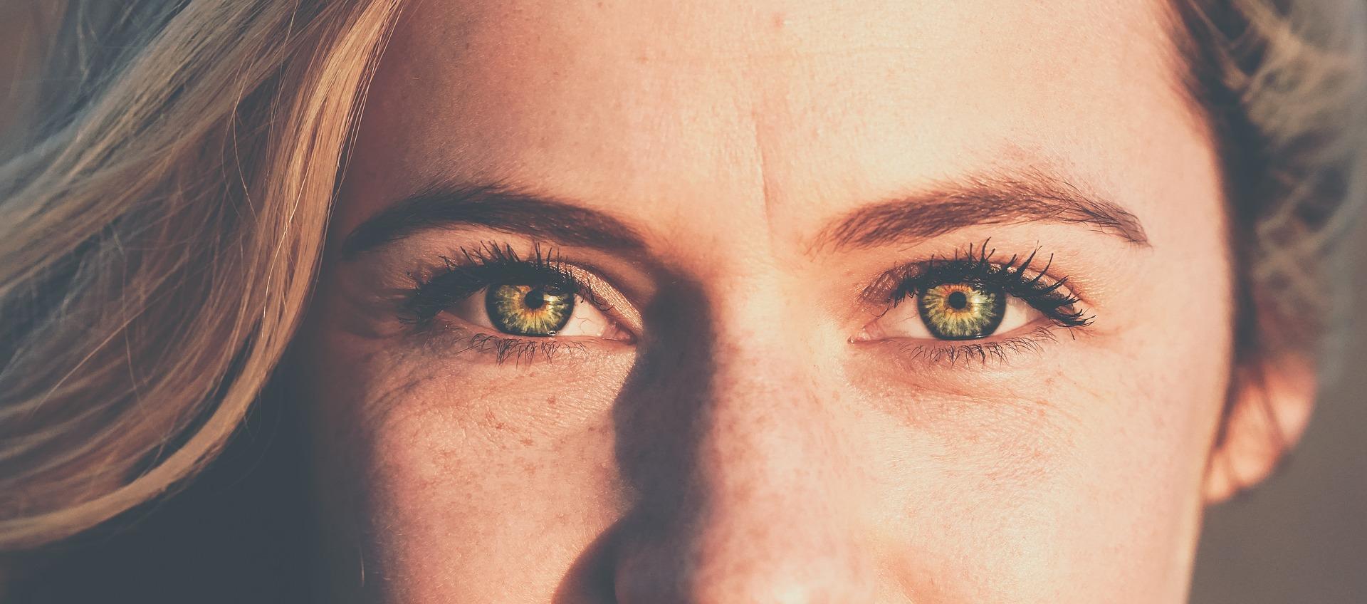 Yoga des yeux, détente, yeux, holissence