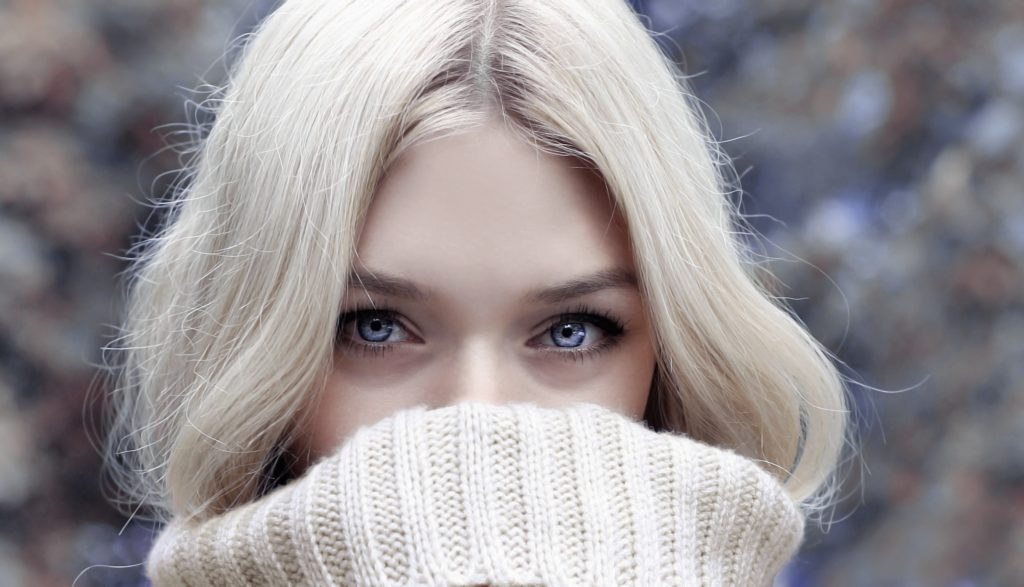 se sentir belle en hiver, conseil, beauté, hiver, aromathérapie, astuces beauté, hydratation, soin corps, vitamines, holissence