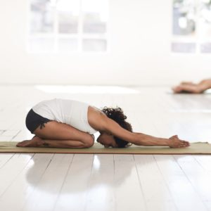 yoga, pilates, sophrologie, détente, bien être, anti stress, relaxation, méthode zen, holissence