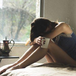 migraines, maux de tête, remèdes naturels, huiles essentielles, plantes, holissence